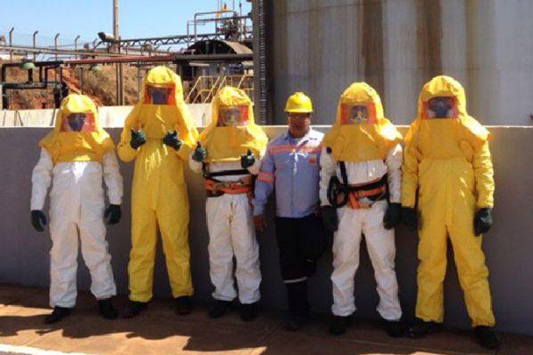 INB Equipe Limpeza de tanque Caetité-BA 2013